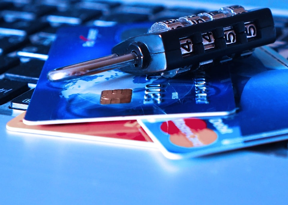 Key Differences between Business Credit Cards and Merchant Cash Advances